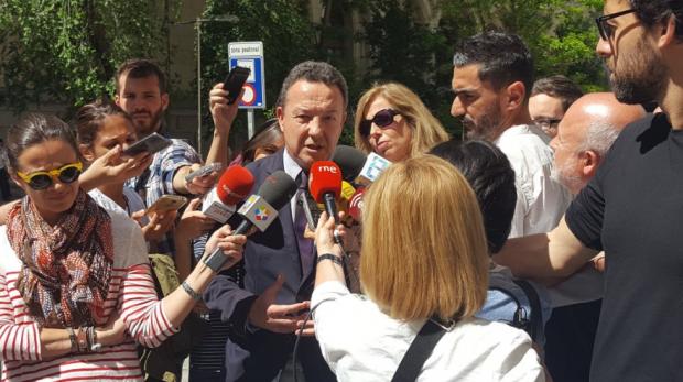 El portavoz adjunto del PP en Madrid, Henríquez de Luna, a las puertas de Cibeles. (Foto: PP)