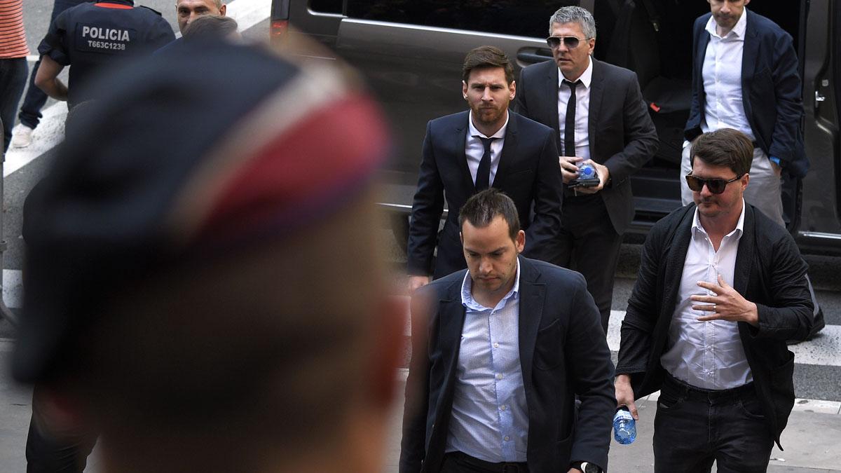 Leo Messi a su llegada a la Audiencia de Barcelona. (Foto: AFP)