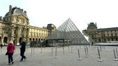 Imagen de la entrada del Louvre (Foto: AFP).