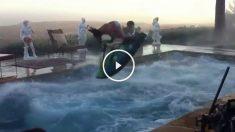 Moto de agua en la piscina