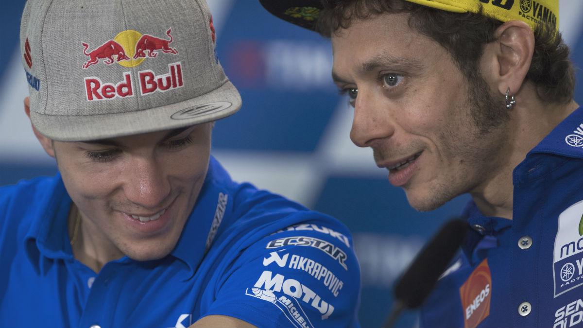 La relación de 'amor' que viven Rossi y Viñales podría torcerse cuando sean compañeros de equipo. (Getty)