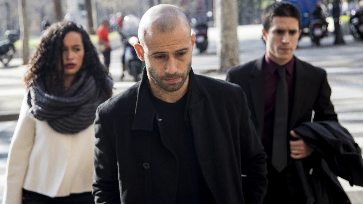 Mascherano sale de los juzgados de Barcelona con preocupación. (Getty)