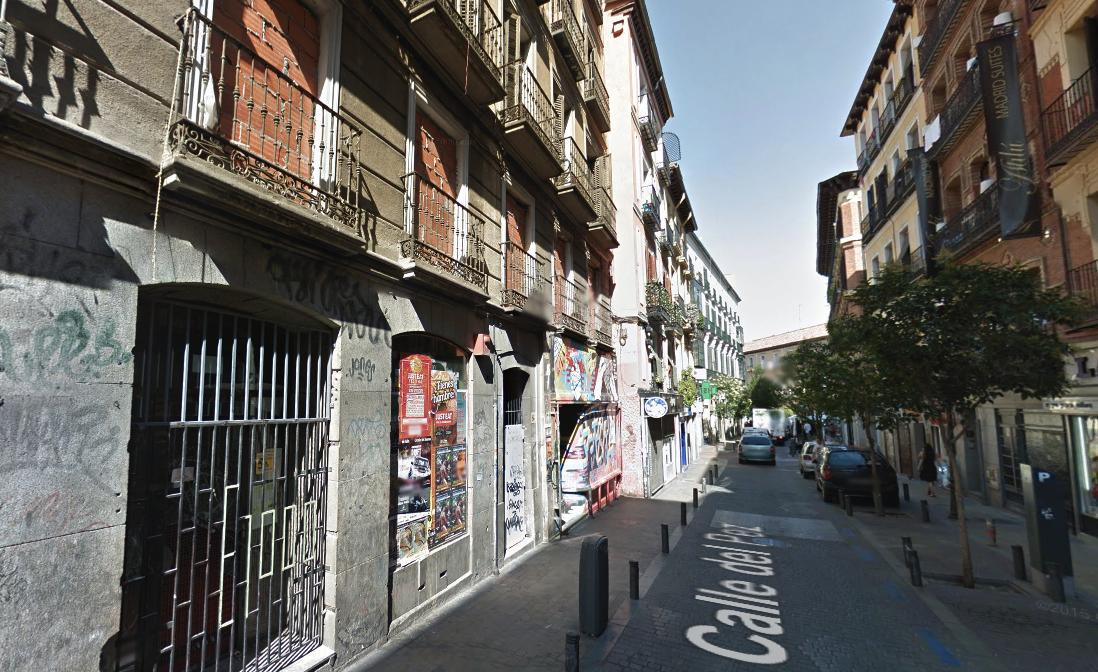 El número 21 de la Calle Pez donde está, el ahora desarticulado Patio Maravillas. (Foto: GM)