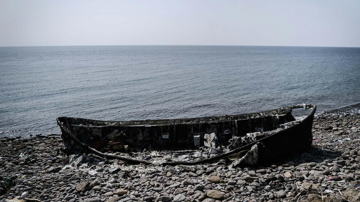 Imagen de los restos de una patera tras un naufragio. (Foto: AFP)