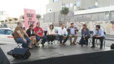 Alberto Álvarez (tercero por la izquierda) entre Lola Sánchez y Tania González. Rafael Mayoral, a la derecha (Foto: Twitter de Lola Sánchez).