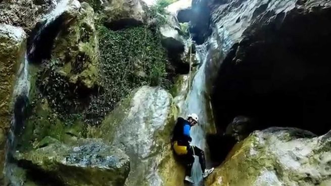 Muere una mujer y rescatan a otras nueve en el barranco de Gurp en Lérida
