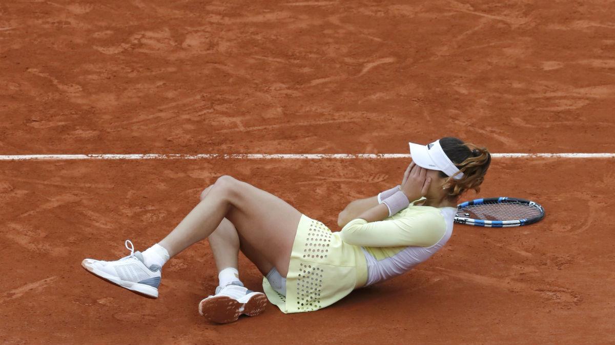Garbiñe Muguruza celebra el triunfo en Roland Garros. (Reuters)