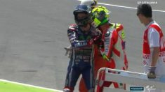 Lorenzo e Iannone discuten tras la caída.