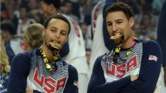 Stephen Curry posa con Klay Thompson en el triunfo de Estados Unidos en el Mundial de España. (Getty)