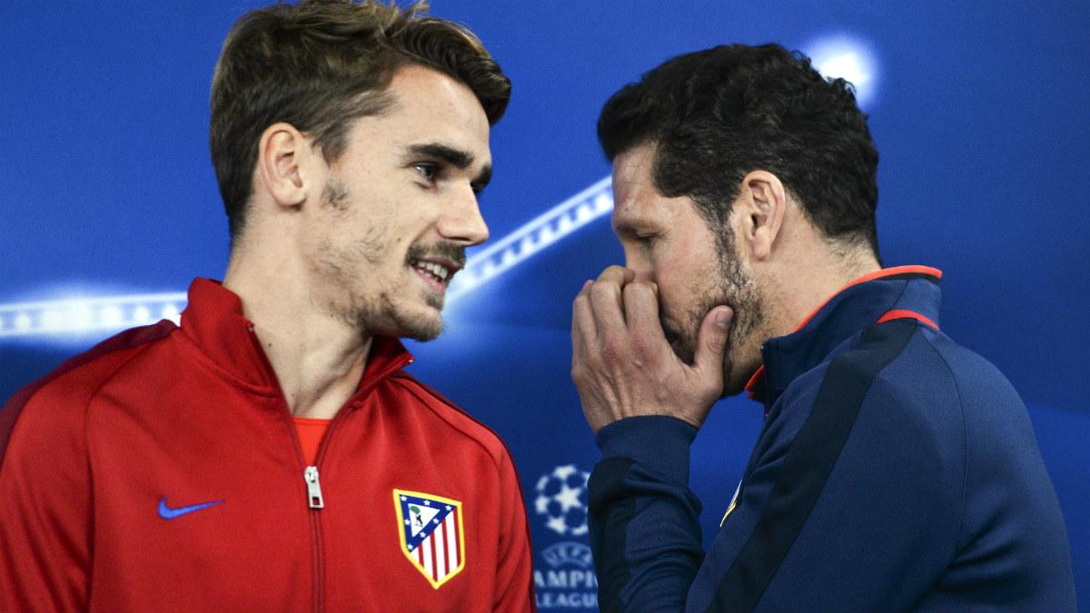 Griezmann y Simeone durante una rueda de prensa en la Champions. (AFP)