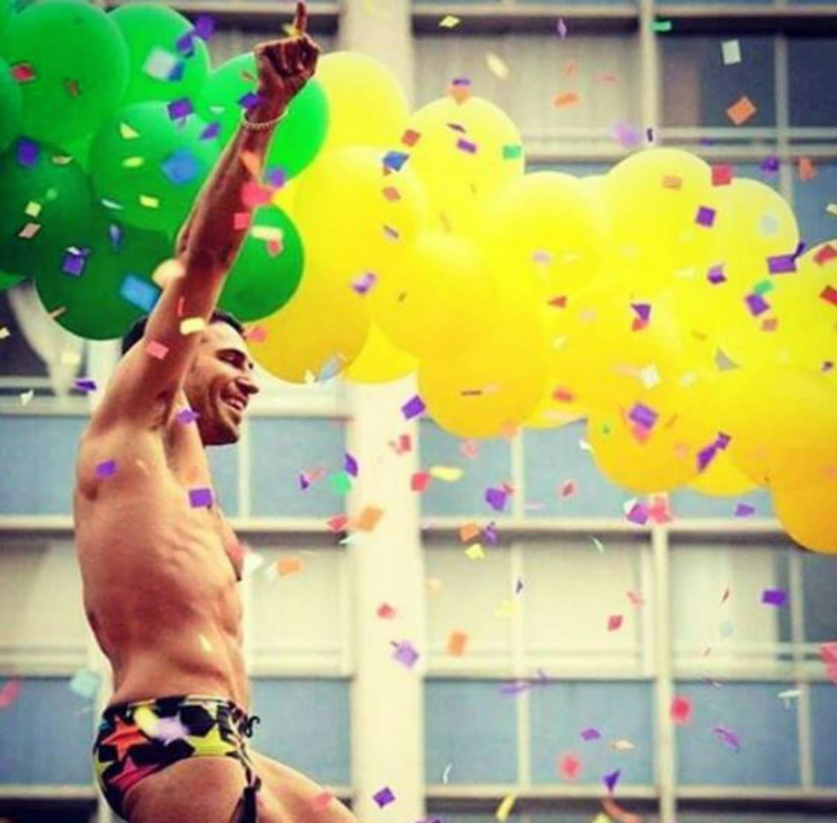 Miguel Ángel Silvestre en el Desfile del Orgullo Gay en Brasil (Instagram)