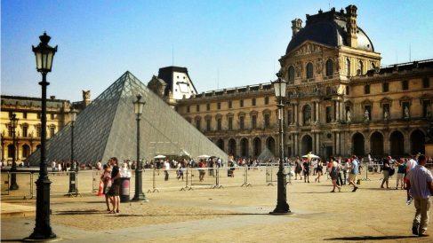 El Museo del  Louvre de París, visto desde los Jardines de las Tullerías. (ADPrieto)