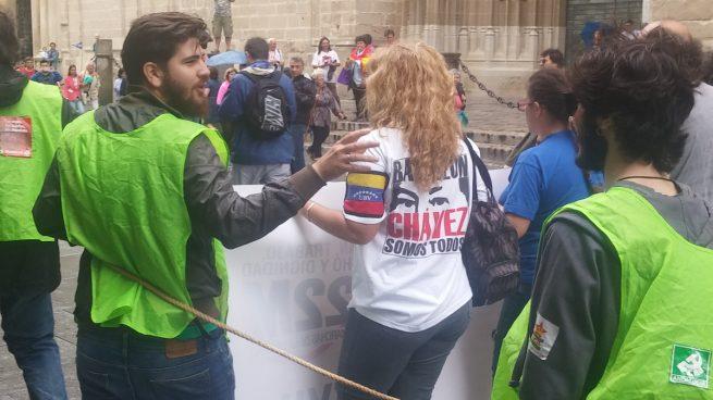 Chavista en la manifestación de Sevilla.