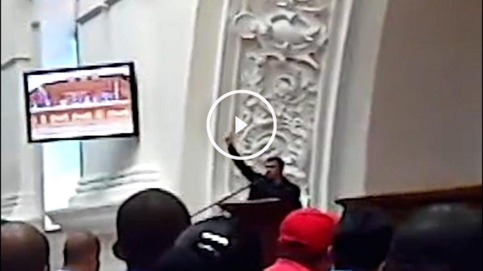 Juan Carlos Monedero rinde homenaje a Hugo Chávez.