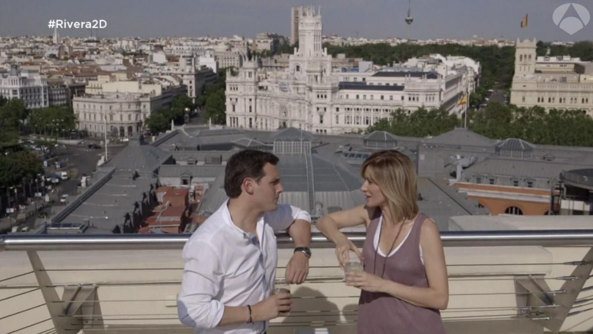 Albert Rivera y Susanna Griso en un momento de 'Dos días y una noche'. (Foto: Antena3)