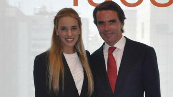 El expresidente del Gobierno José María Aznar junto a Lilian Tintori.