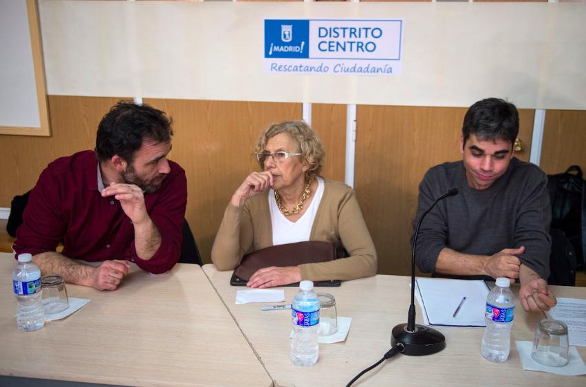 El concejal de Asociaciones, Nacho Murgui, la alcaldesa, Manuela carmena y el concejal de Centro, Jorge García Castaño. (Foto: Madrid)