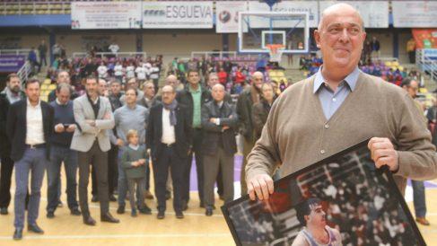 Quino Salvo, en el homenaje que le brindaron en el pabellón Pisuerga. (CB Valladolid)