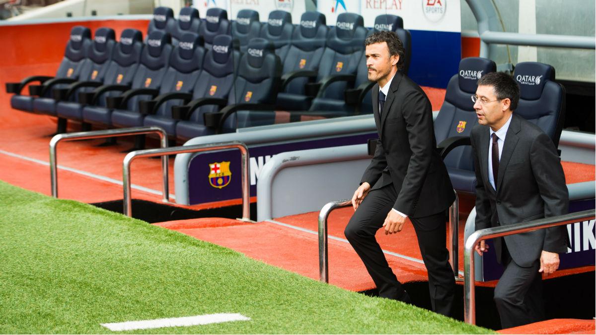 Bartomeu y Luis Enrique hablan en el Camp Nou. (Getty)