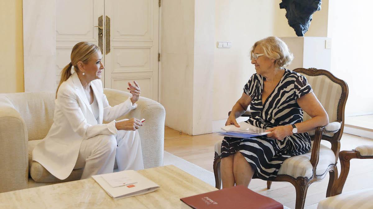 Cristina Cifuentes y Manuela Carmena (Foto: COMUNIDAD DE MADRID).