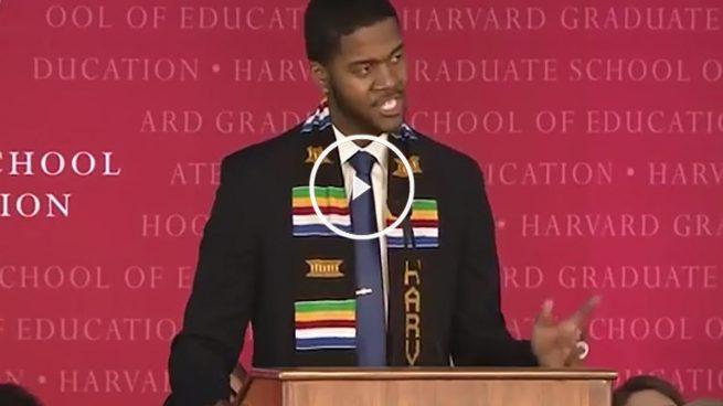 El inspirador discurso de un profesor de Harvard que cautiva al mundo