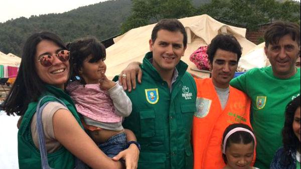 Albert Rivera, durante su visita del pasado mes de mayo a un campo de refugiados en Grecia
