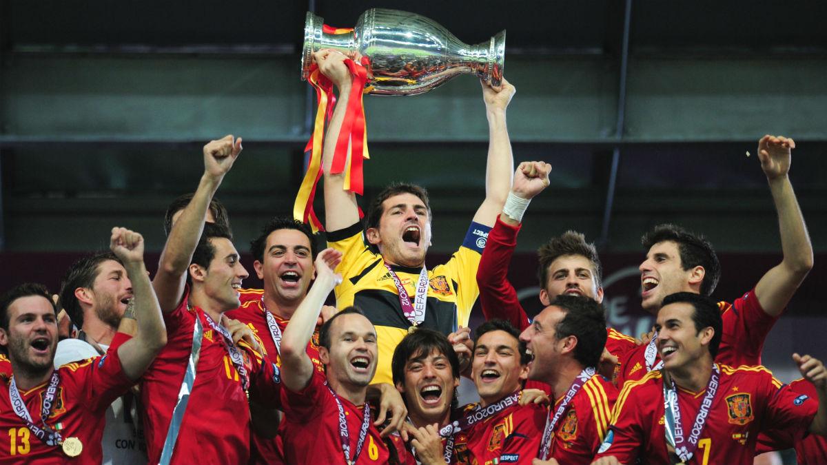 Casillas levanta la Eurocopa de 2012. (Getty)
