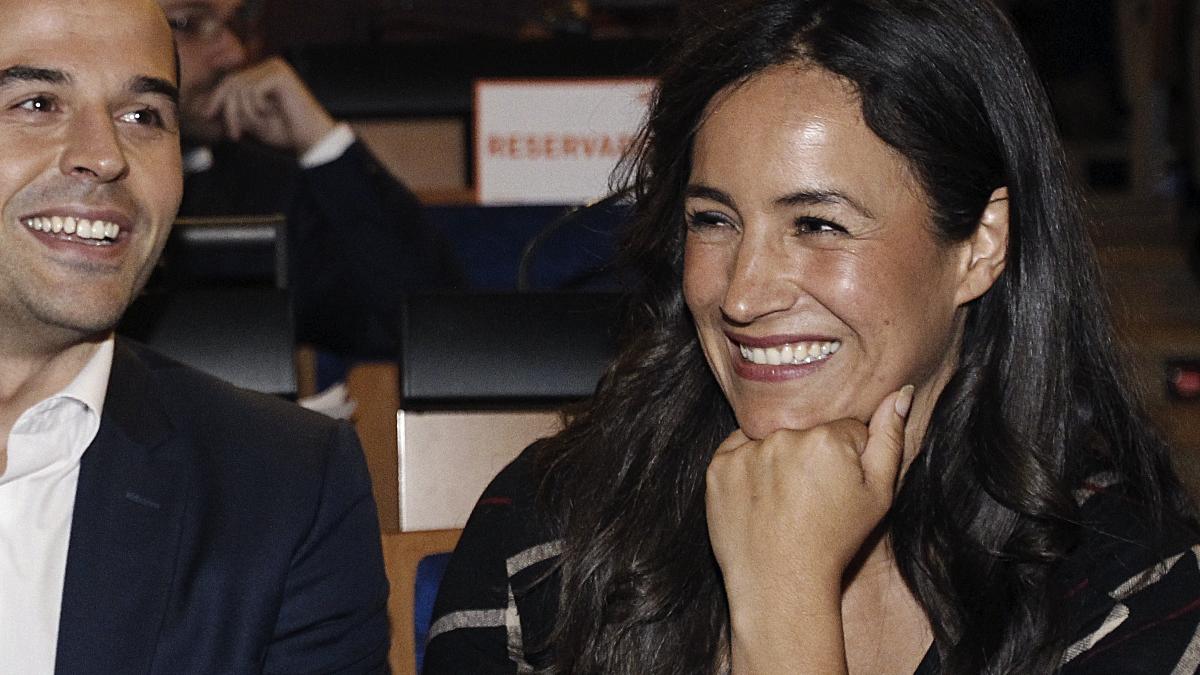 La portavoz de Ciudadanos en el Ayuntamiento Begoña Villacís con su homólogo en la Asamblea Aguado. (Foto: EFE)