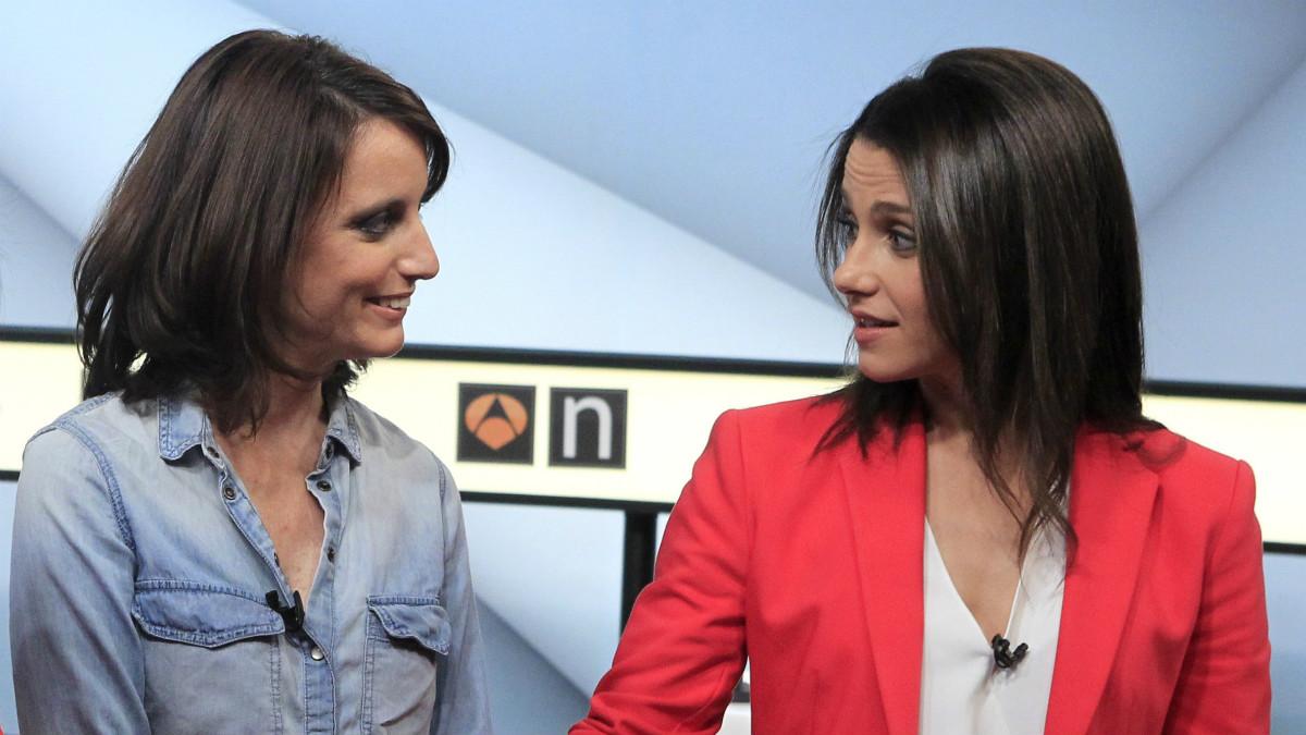 Andrea Levy e Inés Arrimadas, antes del debate (EFE)