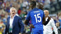 Pogba, al ser sustituido por Deschamps. (Reuters)