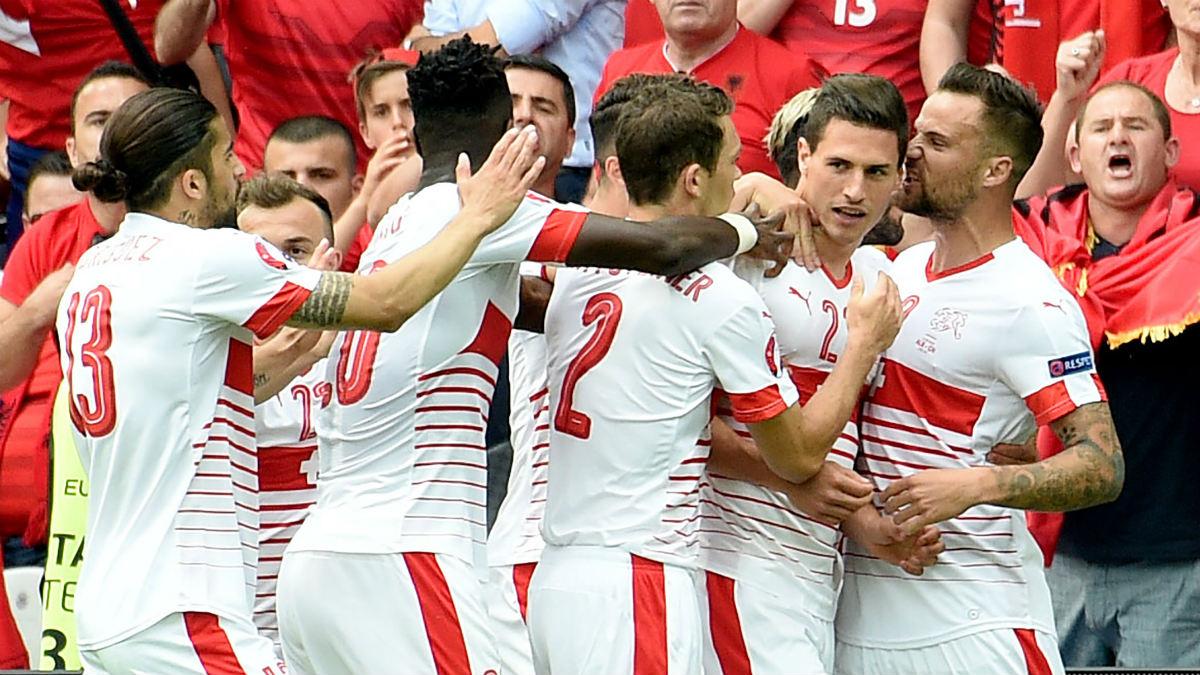 Suiza celebra el gol de Schär que les dio la victoria ante Albania. (AFP)