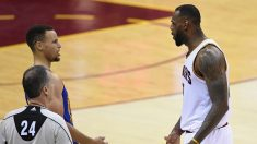 LeBron tuvo una agria discusión con Stephen Curry. (Getty)