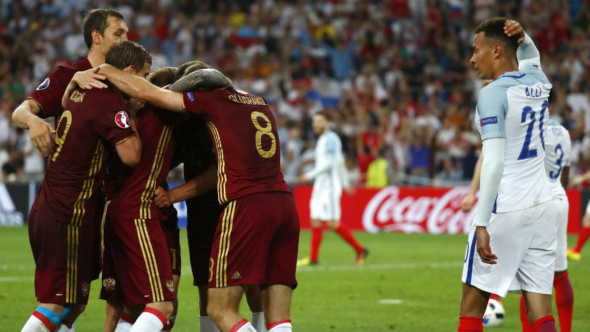 El gol de Rusia en el 92 dejó muy tocada a Inglaterra. (Reuters)
