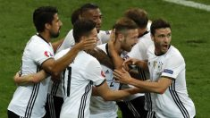 Alemania celebra el gol de Mustafi. (AFP)