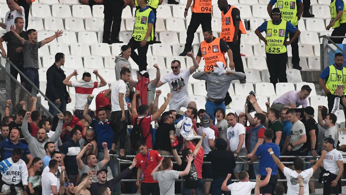 Pelea entre ultras de Rusia e Inglaterra. (AFP)