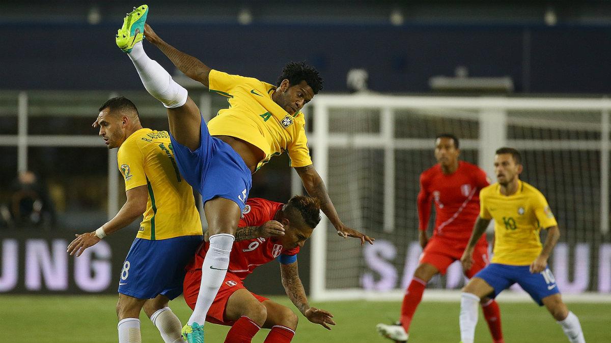 Brasil cayó ante Perú por un gol con la mano. (Getty)