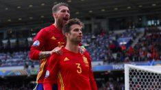 Piqué y Ramos celebran el gol de España. (UEFA.com)