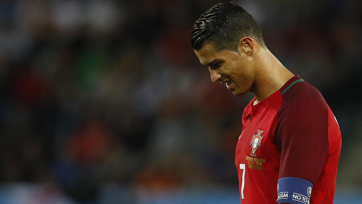 Cristiano Ronaldo, cabizbajo durante el partido.