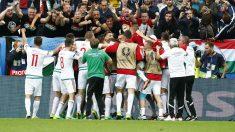 Los jugadores de Hungría celebran un gol ante Austria. (Reuters)