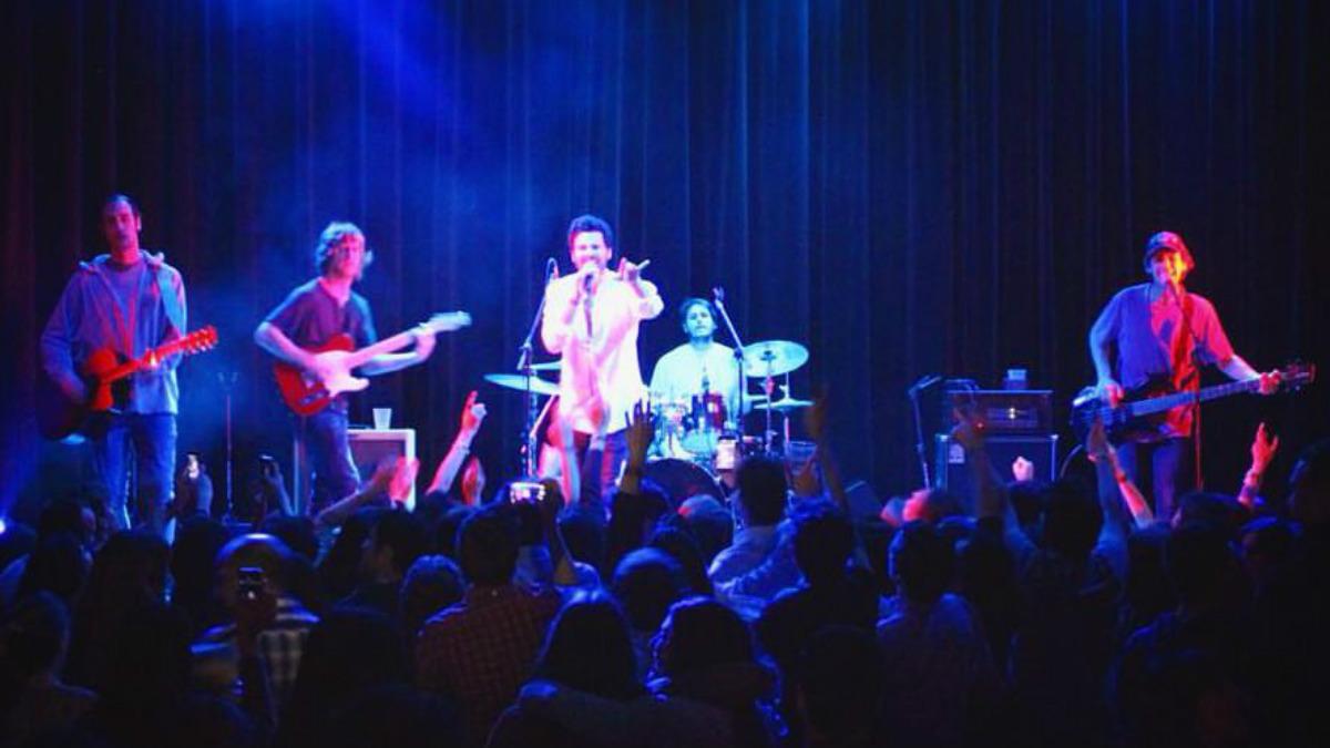 El grupo Taburete en una de las actuaciones de su primera gira. (Foto: Taburete)