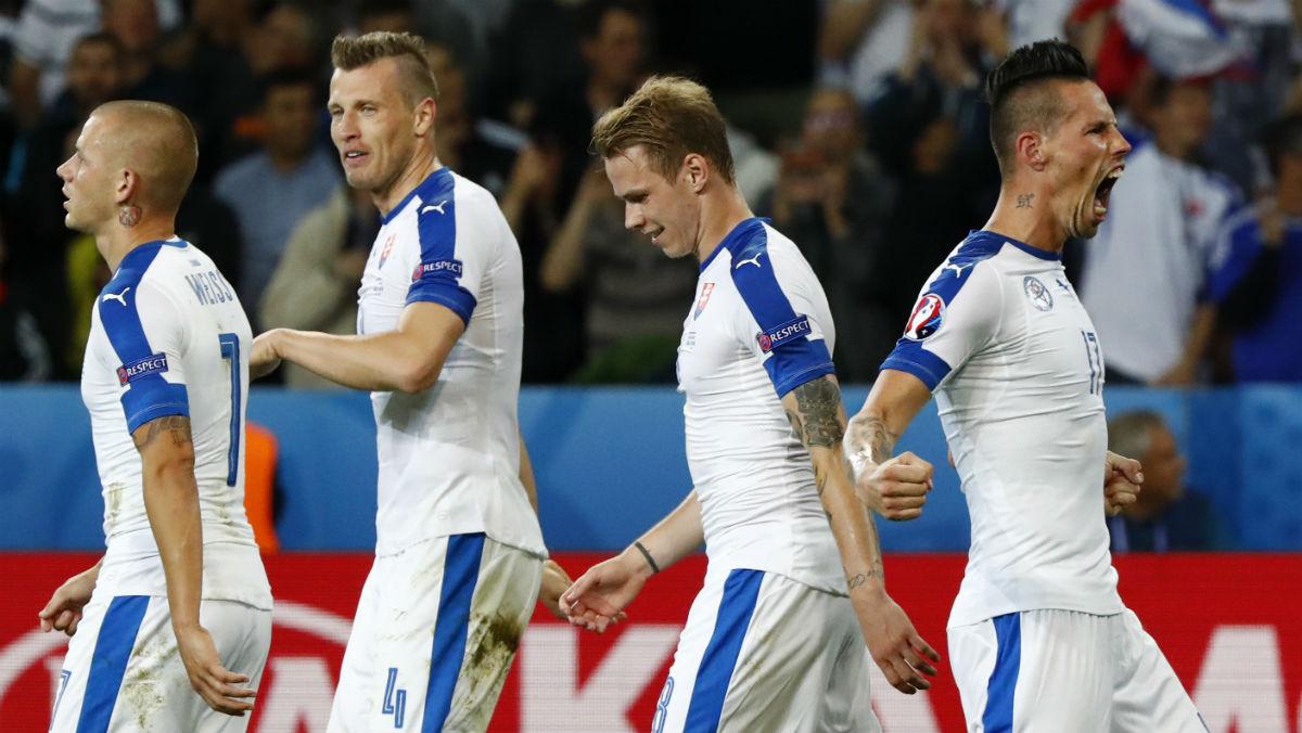 Los jugadores de Eslovaquia celebran el gol de Hamsik. (Reuters)