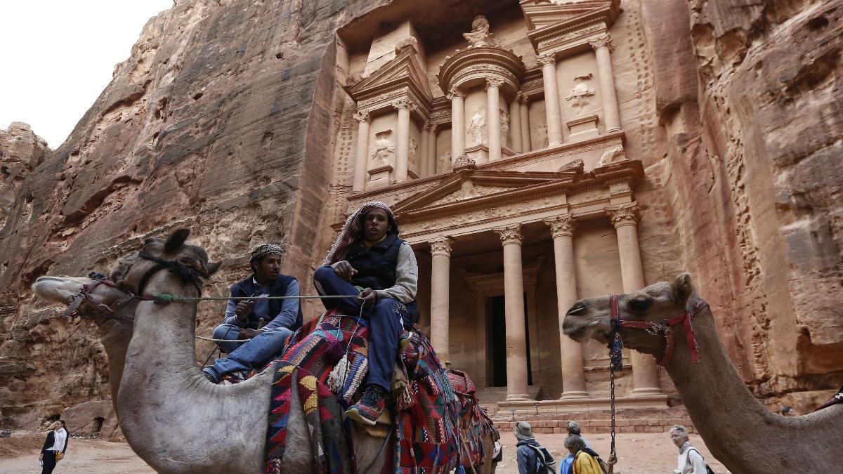 La antigua ciudad de Petra, excavada en la roca, es una de las 7 maravillas del Mundo. (Foto: Getty)