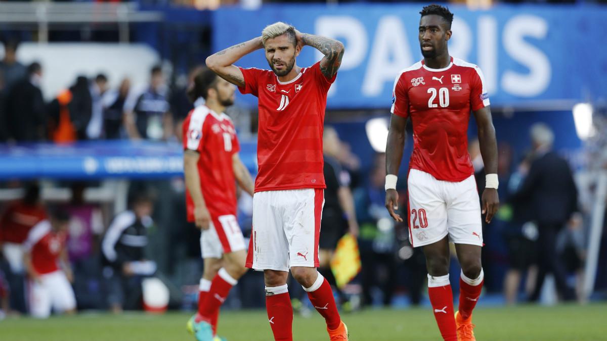 Los jugadores de Suiza se lamentan tras el partido. (Reuters)