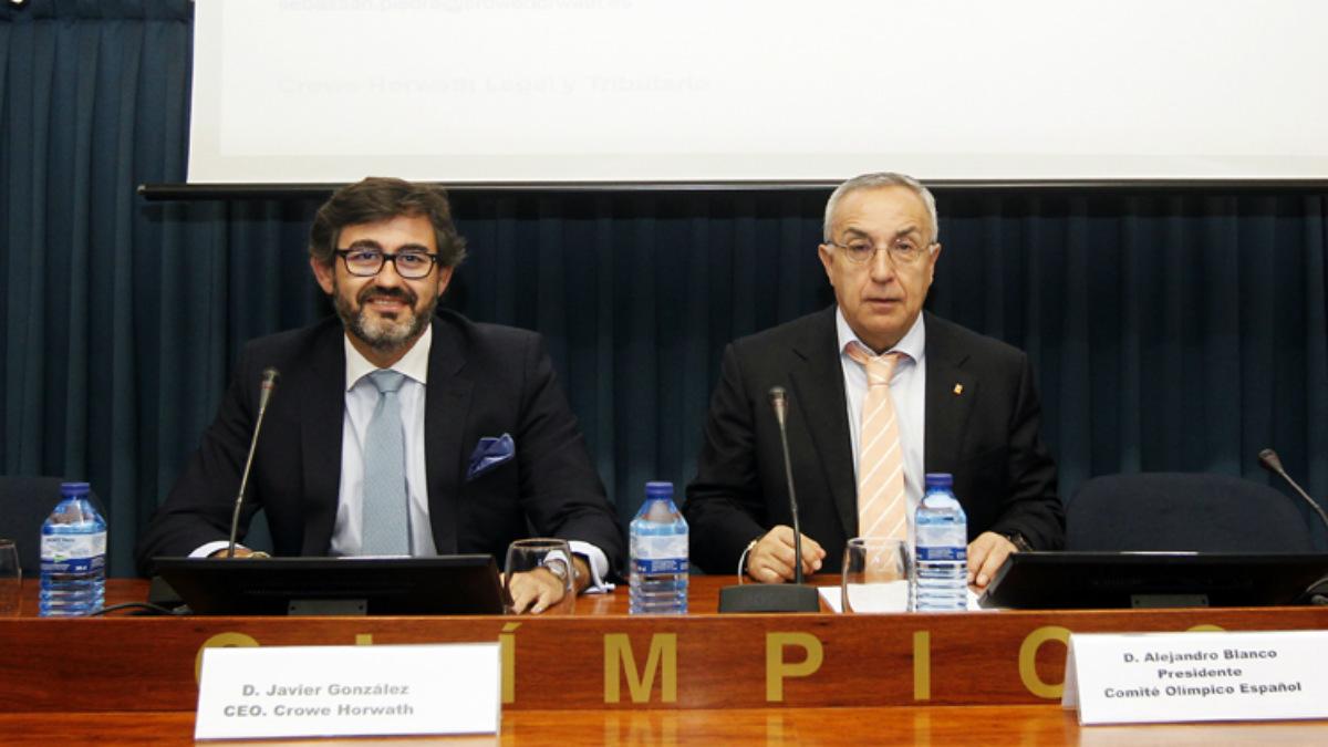 Alejandro Blanco, presidente del COE, junto a Javier González, CEO del gabinete jurídico Crowe Horwath. (COE)