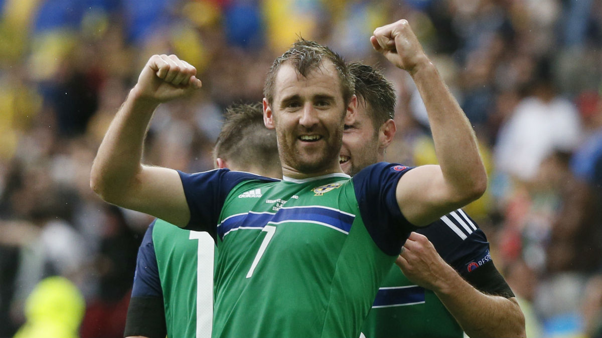 Niall McGinn celebra su gol a Ucrania. (Reuters)