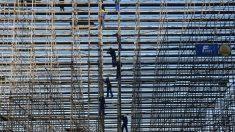Siguen trabajando en la construcción de l estadio de voley-playa. (Getty)