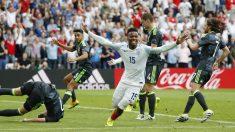 Sturridge celebra el 2-1 de Inglaterra ante Gales. (Reuters)