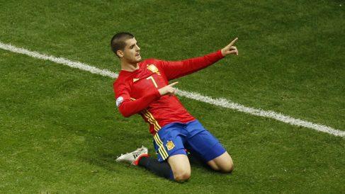 Morata celebra el gol a Turquía. (Reuters)