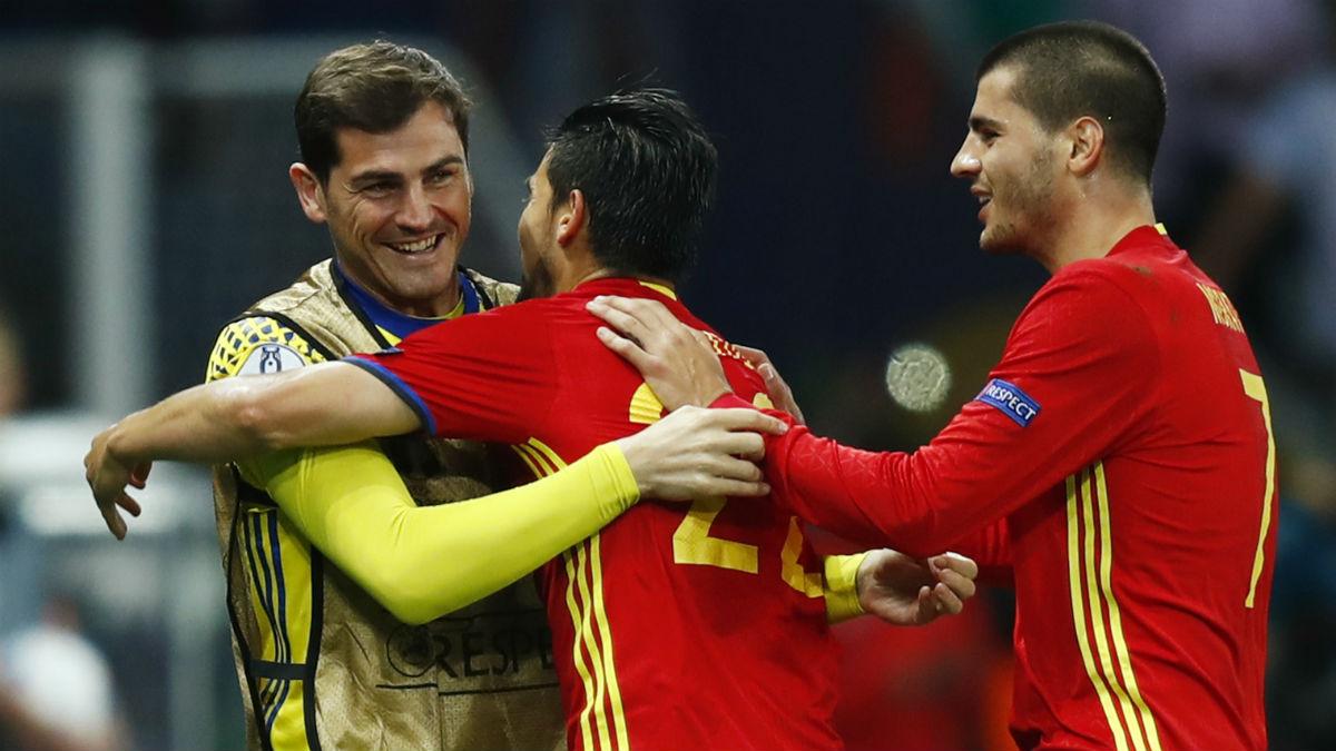 Nolito celebra su gol con Casillas. (Reuters)