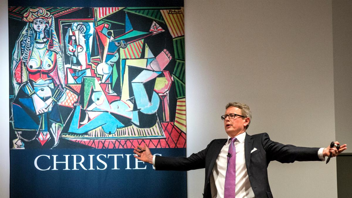 El presidente de Christie's, Jussi Pylkkanen, durante la subasta de Les femmes d'Alger, de Picasso (Foto: GETTY).